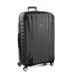 "32"" Spinner Luggage Black/Black"