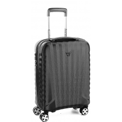 "22"" Internation Carry-On Spinner Black/Black"